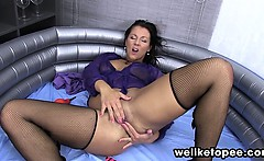 Filling her wine glass with warm piss