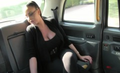 Busty spex lady pays cabbie with her pussy