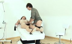 Unfaithful british mature lady sonia pops out her heavy melo