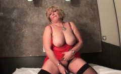 chesty mature dildo fucking her fat snatch