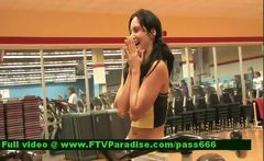 Ingenious Woman Flashing Tits In The Gym