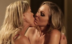 Senator and judge lesbian babes wet pussy action