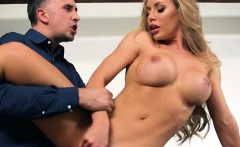 Hot Vixen Nicole Aniston Gets Her Pussy Stretched