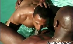 See guys fucking in the swimming pool