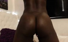 Tasty Round Ass Camgirl With Wonderful Body Teasing