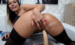 Flirtatious Round Ass Camgirl Shows Off With Her Wet Twat