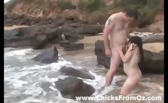 Amateur brunnette girl gets fucked on the beach