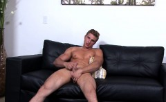 Musuclar soldier Luis Parker with big dick jerking it raw