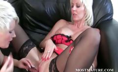 MILF enjoys her mature twat get dildoed
