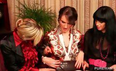 WAM threesome with sensual lesbians