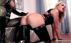 Two kinky hottie in latex clotn sucking