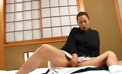 Lusty japanese geisha vibing her hungry pussy