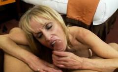 Sexy Hausfrau hard gang bang