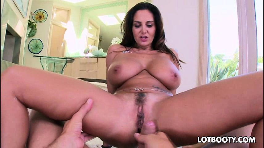 Thick butt and giant boobs Ava Addams gets asshole fuck
