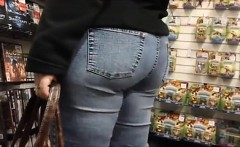 Large bottom in the shop that is digital