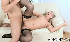 Mature takes it deep in her fur pie to get agonorgasmos