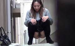 Asian teens squirt pee