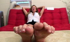 MILF in fishnet enjoys foot fetish