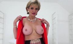 Cheating uk mature lady sonia showcases her massive naturals