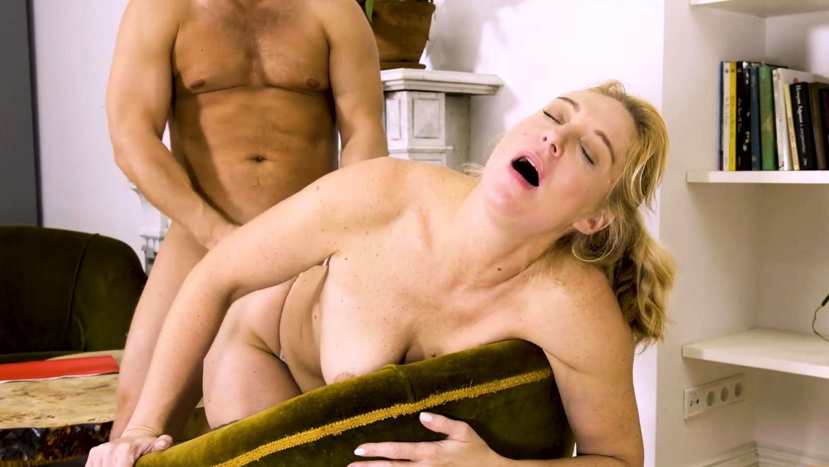 Mature4k. Mature Woman In Stockings Has Vagina Penetrated