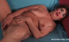 Naked bitchy mature masturbating her hairy pussy